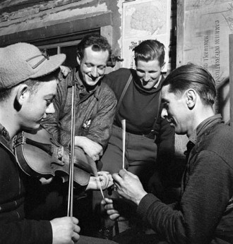 Violinist Romeo Clement of Farley, Que. and Guillaume Riendeau on sticks, of Maniwaki, Quebec. March 1943.  Library and Archives of Canada,  MIKAN no. 3197688.