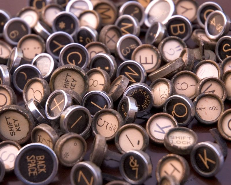 huge_assortment_of_vintage_typewriter_keys